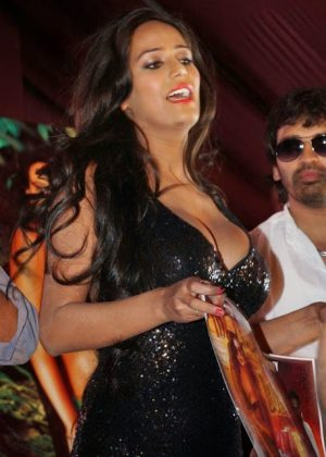 poonam pandey hot black dress cleavage photos southcolors 12