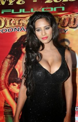 poonam pandey hot black dress cleavage photos southcolors 15