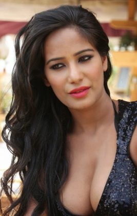 poonam pandey hot black dress cleavage photos southcolors 16