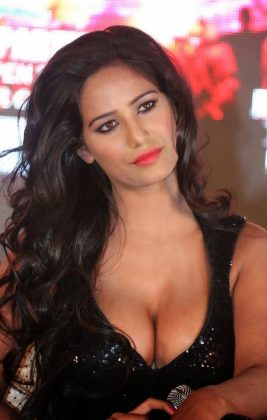 poonam pandey hot black dress cleavage photos southcolors 18