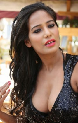 poonam pandey hot black dress cleavage photos southcolors 5