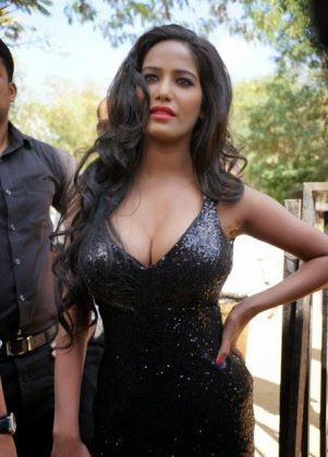 poonam pandey hot black dress cleavage photos southcolors 6