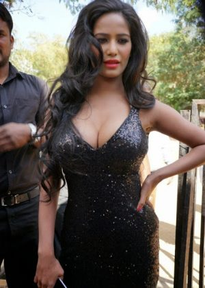 poonam pandey hot black dress cleavage photos southcolors 7