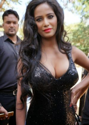poonam pandey hot black dress cleavage photos southcolors 9