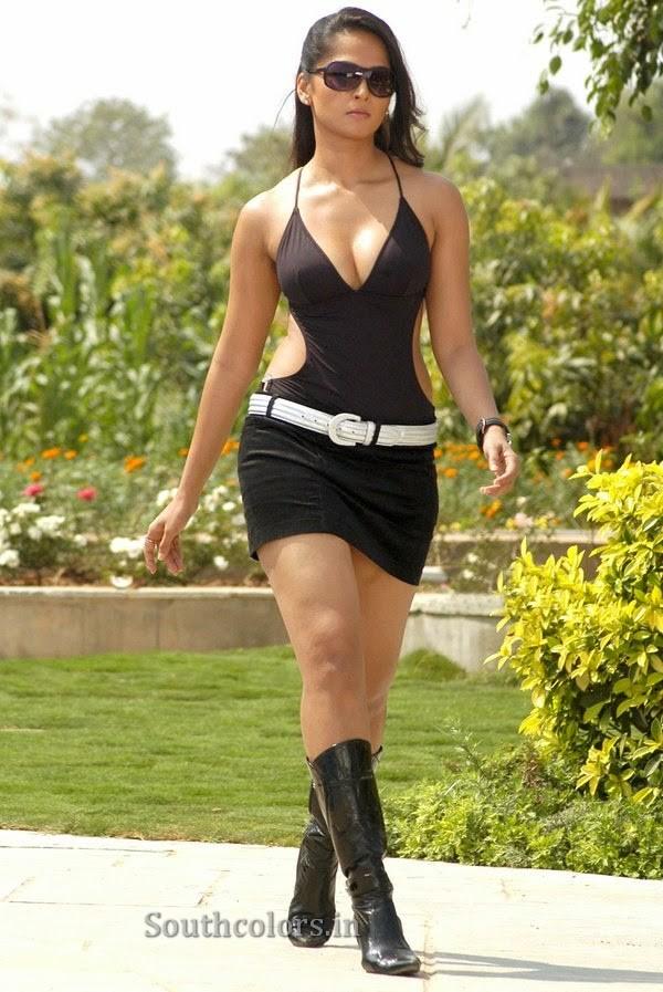 actress anushka shetty hot bikini navel show photos southcolors 20