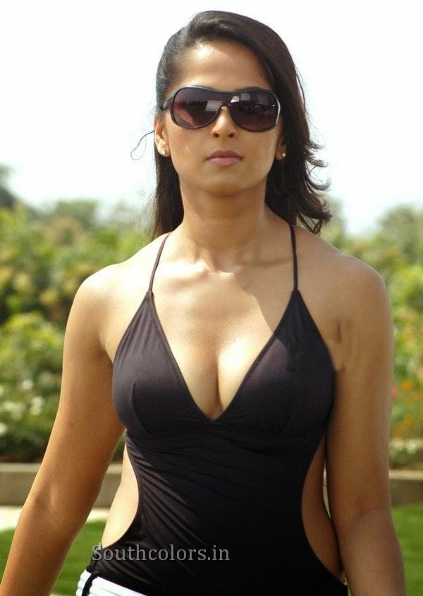 actress anushka shetty hot bikini navel show photos southcolors 21