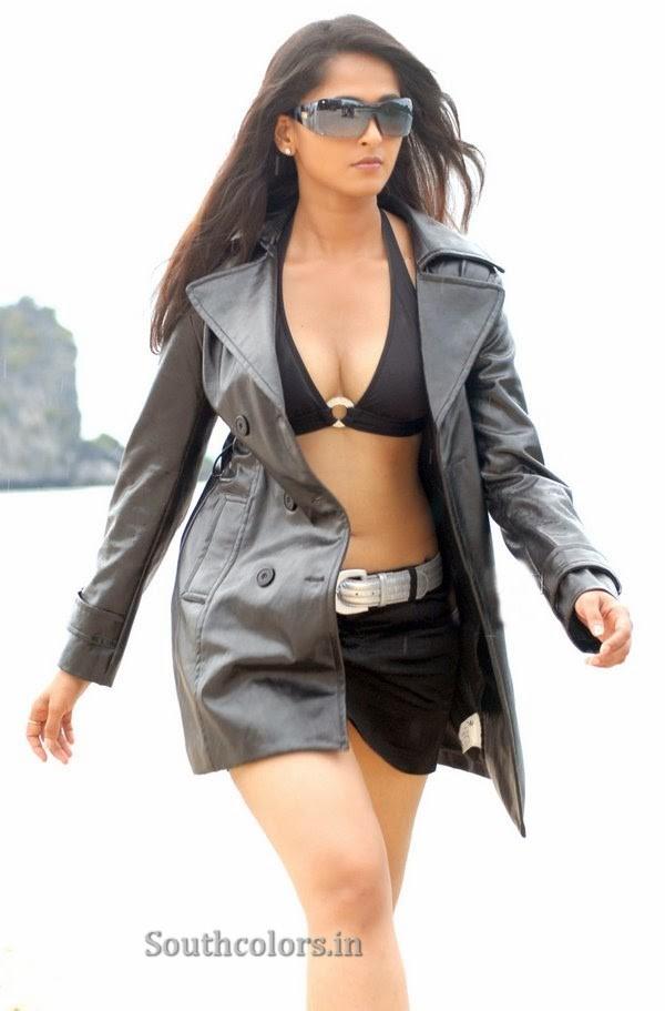 actress anushka shetty hot bikini navel show photos southcolors 22