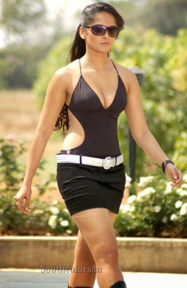 actress anushka shetty hot bikini navel show photos southcolors 23