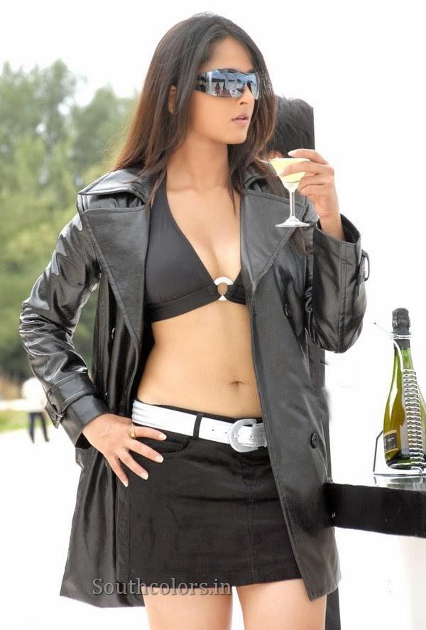 actress anushka shetty hot bikini navel show photos southcolors 26