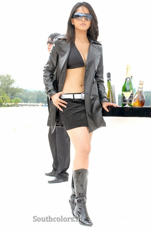 actress anushka shetty hot bikini navel show photos southcolors 33