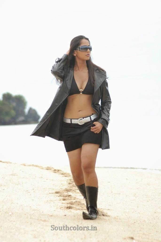 actress anushka shetty hot bikini navel show photos southcolors 5