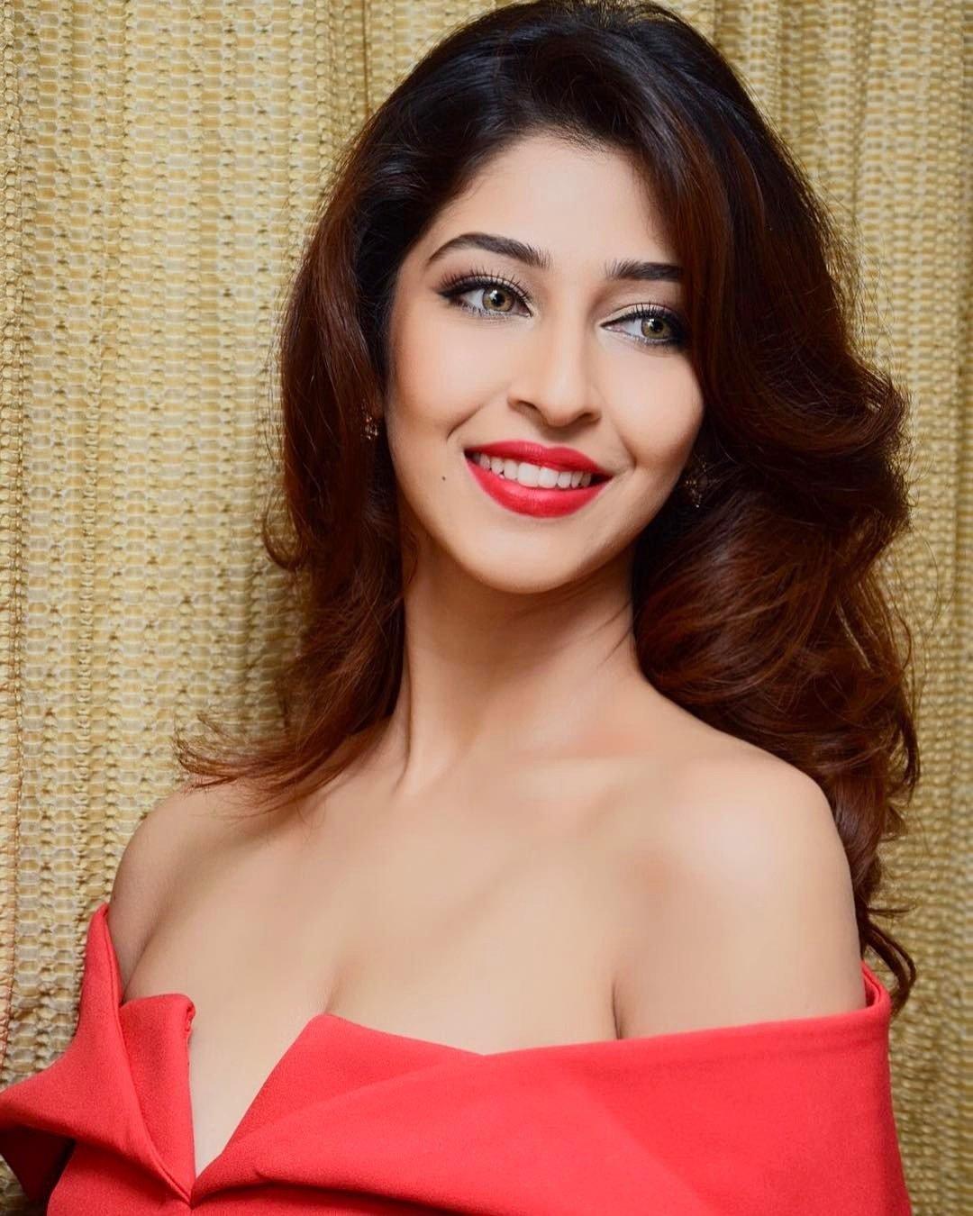 actress sonarika bhadoria hot latest photoshoot 16