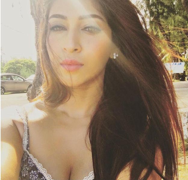 actress sonarika bhadoria hot latest photoshoot 2