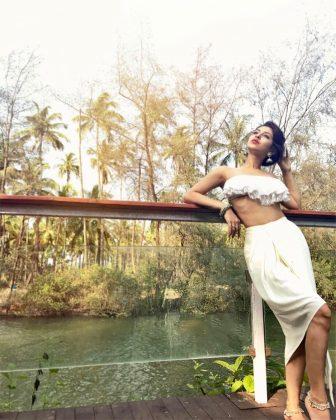 actress sonarika bhadoria hot latest photoshoot 8