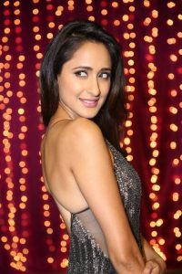 actress pragya jaiswal hot backless photos southcolors 10