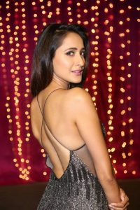 actress pragya jaiswal hot backless photos southcolors 11