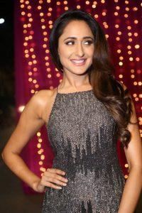 actress pragya jaiswal hot backless photos southcolors 12