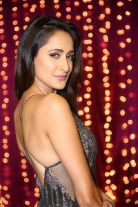 actress pragya jaiswal hot backless photos southcolors 13
