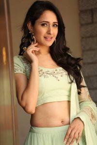 actress pragya jaiswal hot backless photos southcolors 18