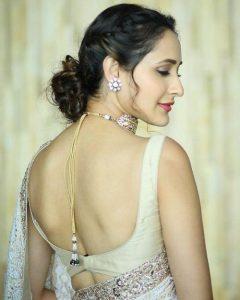 actress pragya jaiswal hot backless photos southcolors 19