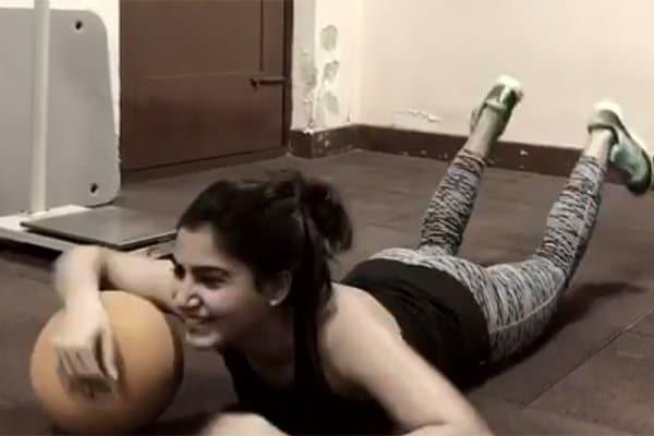Samantha Ruth Prabhu's Ball Push Ups Video