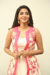 actress aishwarya lakshmi photos southcolors 5
