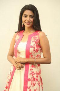 actress aishwarya lakshmi photos southcolors 8