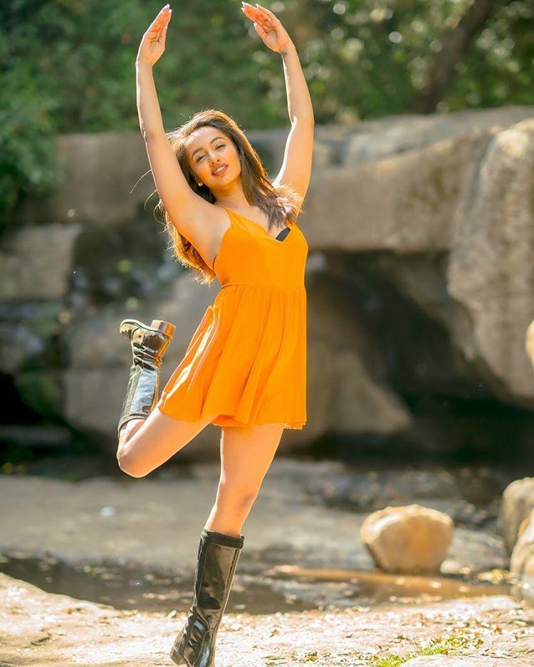 actress tejaswi madivada hot photoshoot southcolors 10