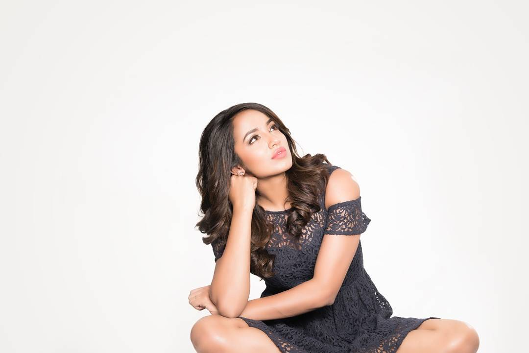 actress tejaswi madivada hot photoshoot southcolors 19