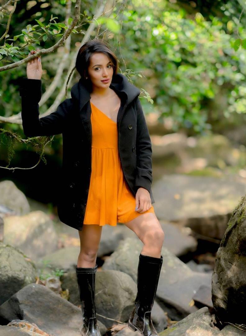 actress tejaswi madivada hot photoshoot southcolors 20