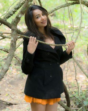actress tejaswi madivada hot photoshoot southcolors 21