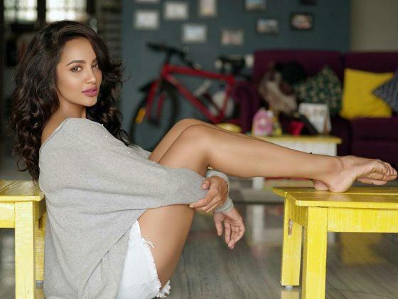 actress tejaswi madivada hot photoshoot southcolors 22