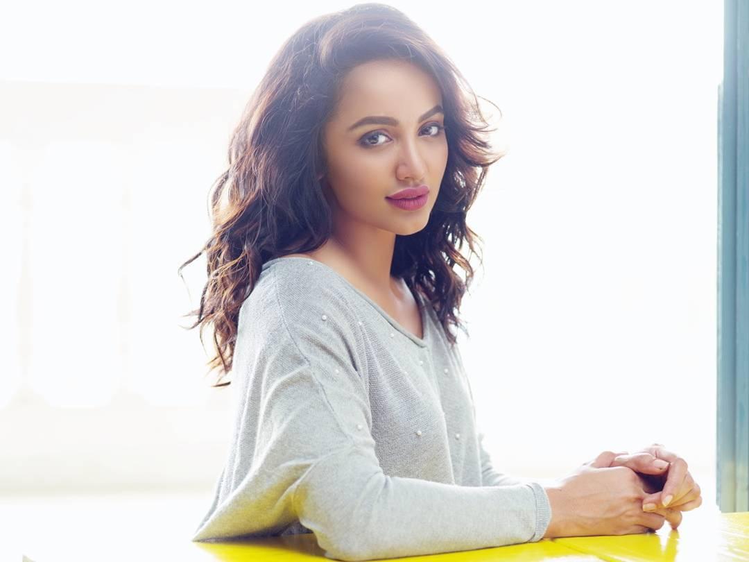 actress tejaswi madivada hot photoshoot southcolors 23