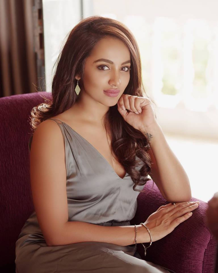 actress tejaswi madivada hot photoshoot southcolors 6