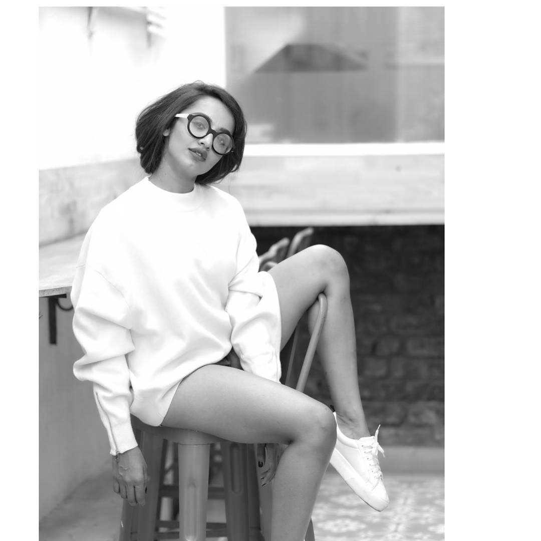 actress tejaswi madivada hot photoshoot southcolors 7