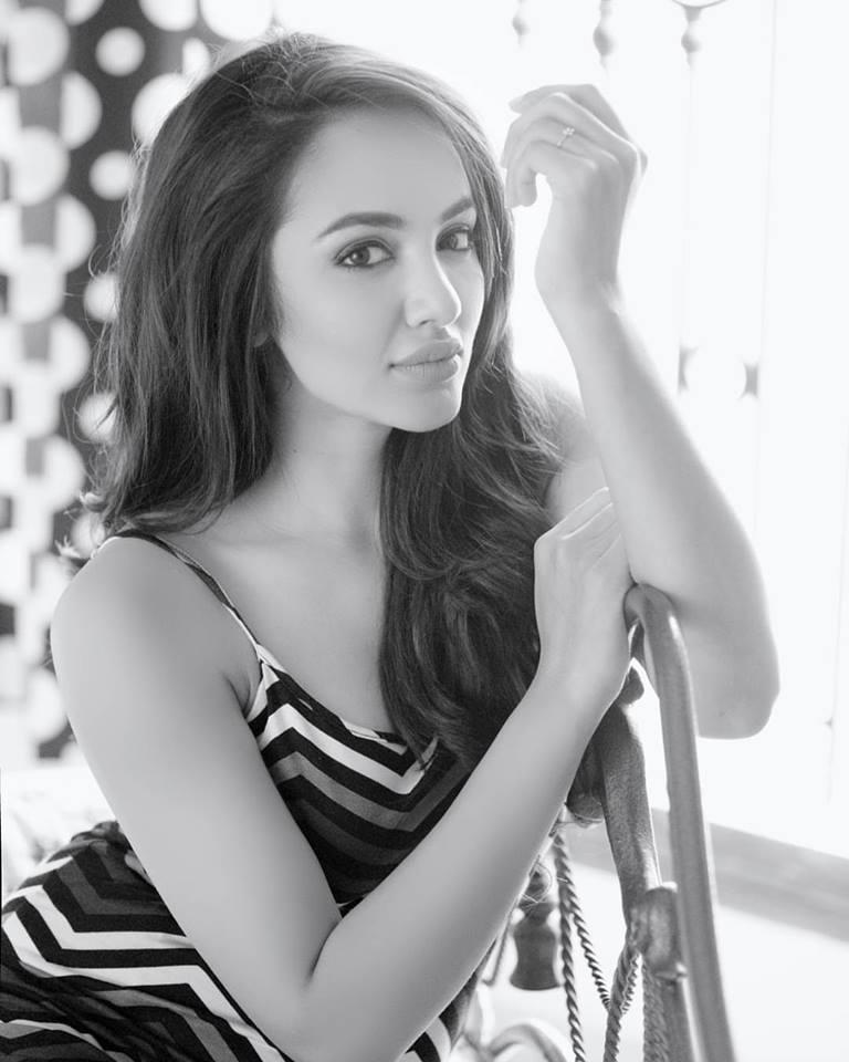 actress tejaswi madivada hot photoshoot southcolors 9