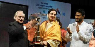Actrees Rekha Receives First Smita Patil Memorial Award