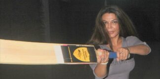 Hot Actress Rakhi Sawant to Play Cricket to Encourage Women