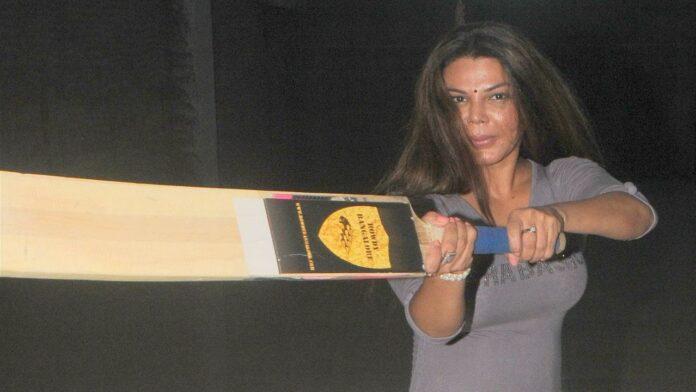 Hot Actress Rakhi Sawant to Play Cricket to Encourage Women