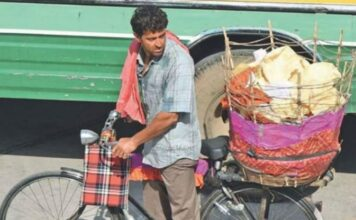Hrithik Roshan Spotted Selling Papads on Jaipur Streets for Super 30