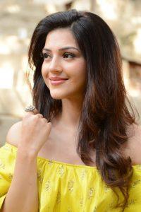 actress mehreen pirzada yellow dress latest photos 2018 11