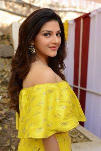 actress mehreen pirzada yellow dress latest photos 2018 16