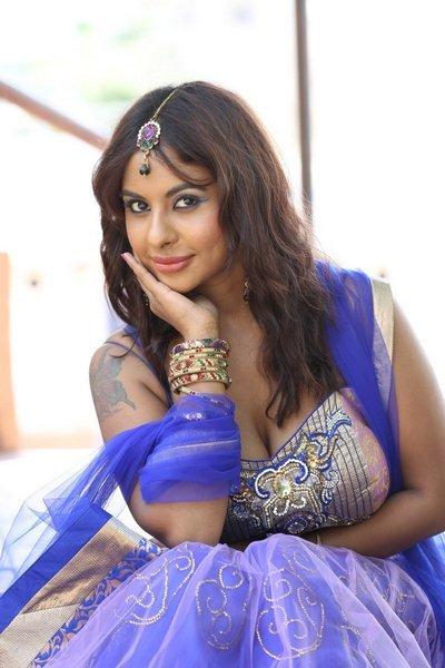 actress sri reddy hot navel show photos 20