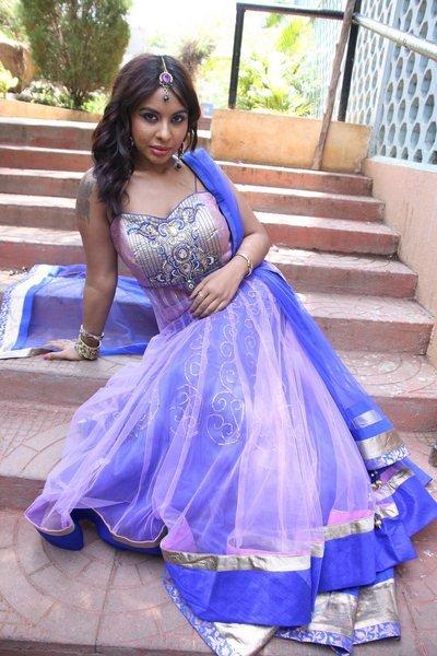 actress sri reddy hot navel show photos 35