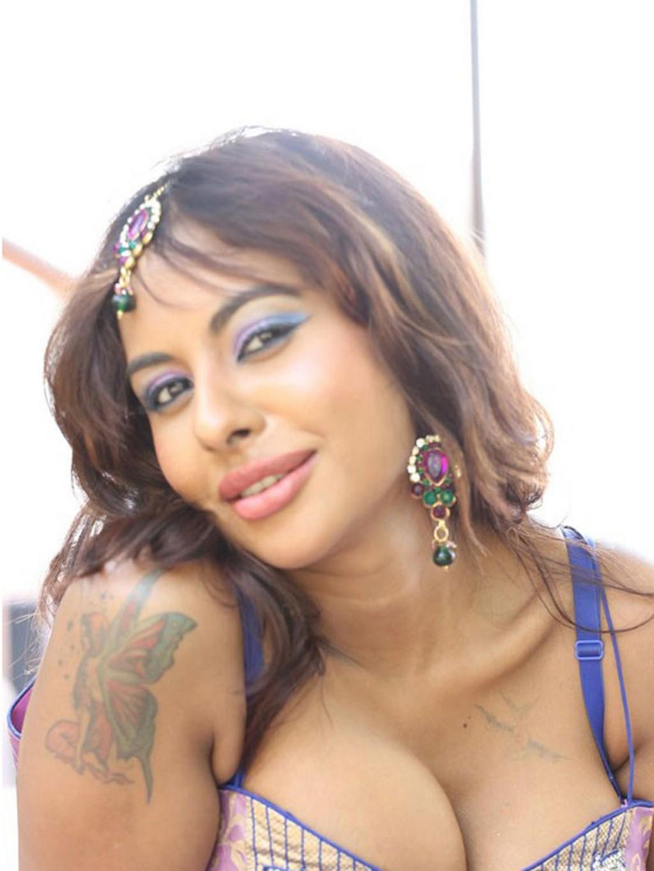 actress sri reddy hot navel show photos 9
