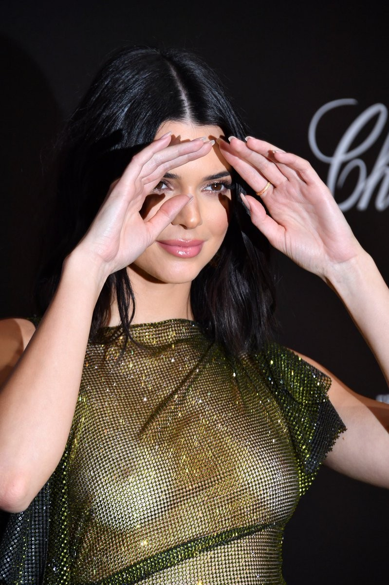 kendall jenner goes braless at cannes film festival party 2