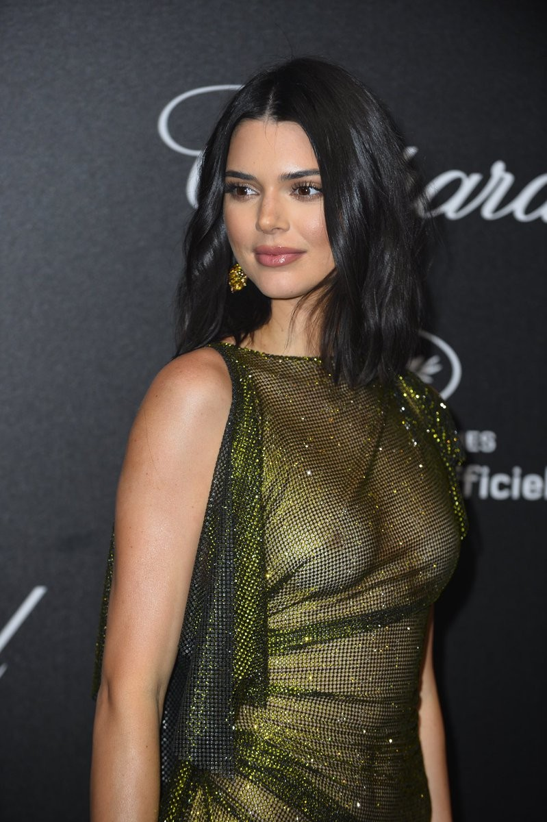 kendall jenner goes braless at cannes film festival party 3