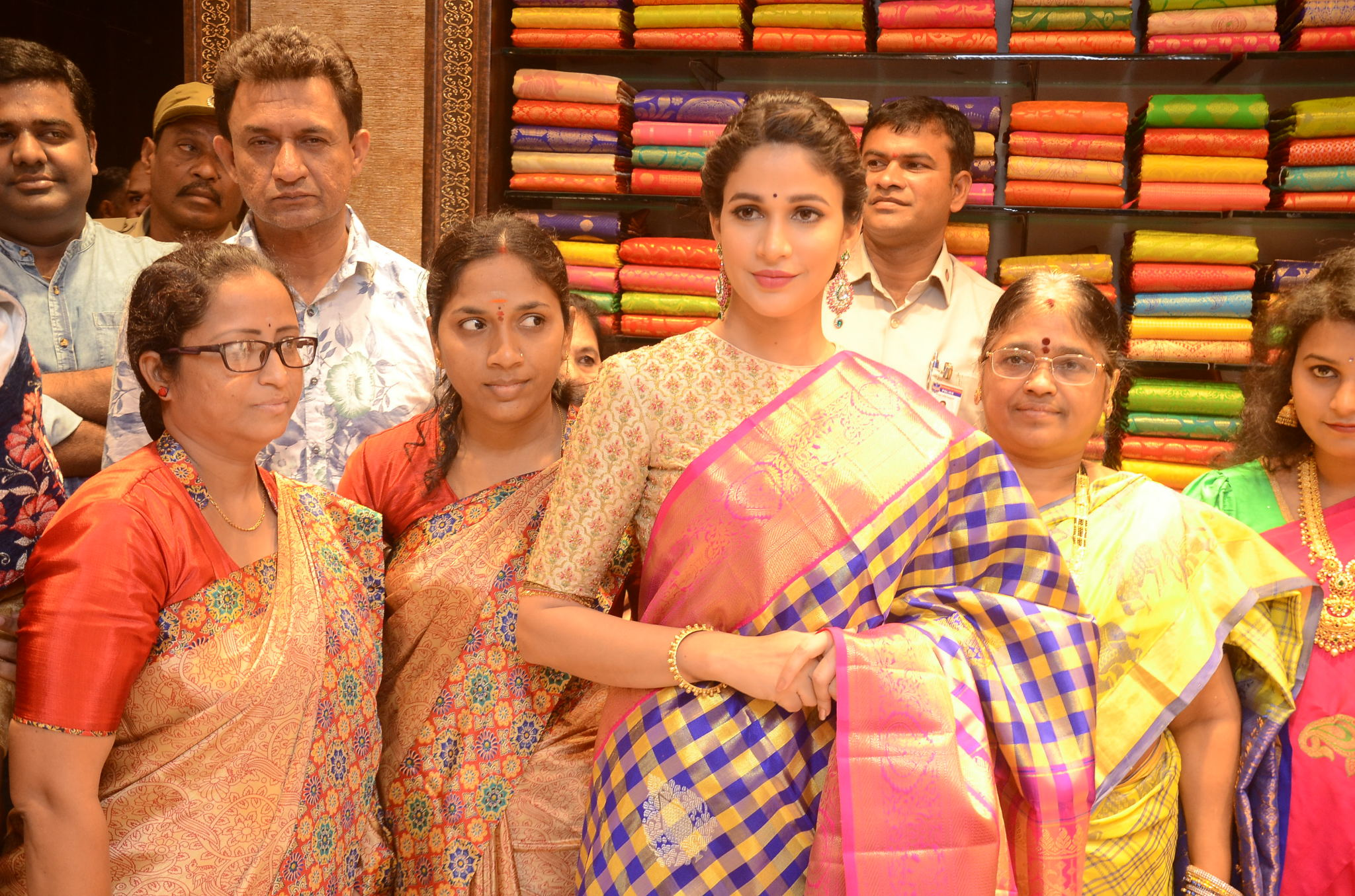 lavanya tripathi saree stills at kancheepuram kamakshi silks launch 10