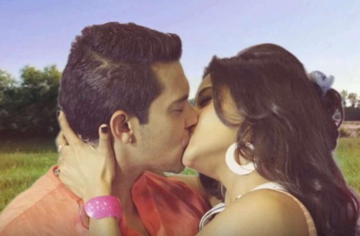 Singer Aditya Narayan Lip lock with Monalisa