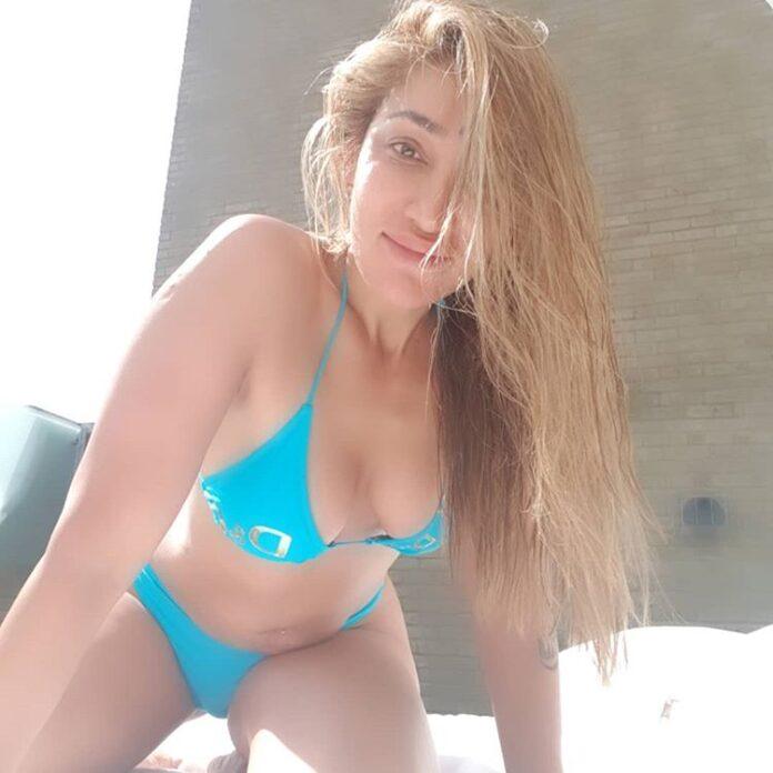 Actress Sofia Hayat Flaunts Her Sexy Body in BIKINI